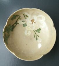 Céladon Pétale cerclées bol avec chrysantemum. japonais, coréen, chinois?