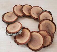 Deko Holz Scheiben rund natur rustikal beschriftet als Tischnummer Platzkarte