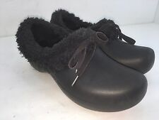 CROCS SHOES SIZE 6 BLACK IN GREAT CONDITION