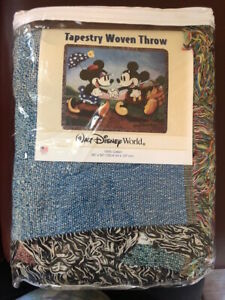 Walt Disney World Tapestry Woven Throw -Micky and Minnie on a picnic-100% Cotton