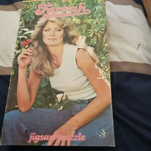 Farrah fawcett 1976 complete boxed Puzzle,200 pieces,pictures her holding flower