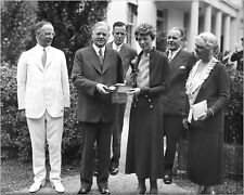 HERBERT HOOVER PRESENTS MEDAL TO AMELIA EARHART - 8X10 PHOTO (CC700)