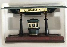 Dept.56 Heritage Village Collection Victoria Station Platform Mint