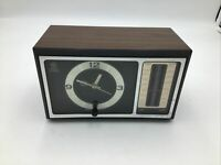 Vintage Simulated Walnut Wood Grain AM/FM GE Electric Clock Radio model 7-4501B
