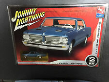 AMT Johnny Lightning 1964 Pontiac GTO 1:25 Scale Sealed in factory plastic!