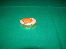 Portapastiglie ovale mai usato in metallo dorato con incisioni di foglie, coperc