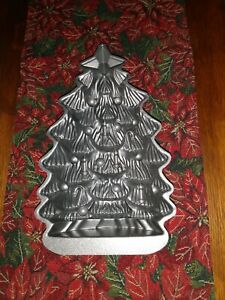 "Nordic Ware 11"" Christmas Tree Baking Pan Cake Mold 4.5 Cup Cast Aluminum EUC"