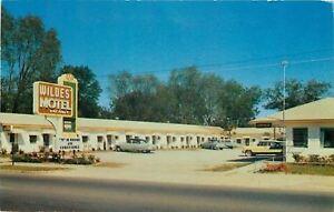 Statesboro GA~Wildes Motel~1950s Cars~TVs or Radios in All Rooms~Postcard