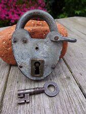 Lucchetto antico vintage con una chiave, funzionante, hobby, da collezione