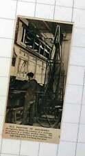 1920 Ingenious Device In London Omnibus Factory Bus Painting Machine