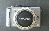 Panasonic LUMIX DMC-GF1 silber mit Objektiv M.Zuiko Digital 14-42mm O.I.S.