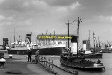 rp9454 - Brisbane Star & Headman in Hull Docks - photo 6x4