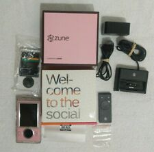 Lqqk Rare Microsoft Zune 30 Gb Pink Aac Wma Mp3 Media Player & Accessories 9/10!