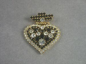 Broche en forme de cœur—Métal doré serti de strass noirs et blancs—Années 70