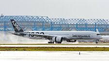 JC WINGS JC2153 1/200 AIRBUS A350-1000 F-WLXV CARBON LIVERY WITH STAND