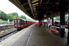 PHOTO  2010 EALING BROADWAY RAILWAY STATION CENTRAL LINE THE ELECTRIC TRAINS OF