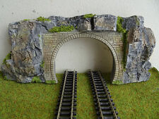 N GAUGE TWIN TRACK TUNNEL ENTRANCE SET IN A GRANITE COLOR ROCK FACE  SCENERY