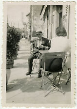 PHOTO ANCIENNE - CAFÉ BISTROT FEMME DOS CHAISE - BACK CHAIR - Vintage Snapshot