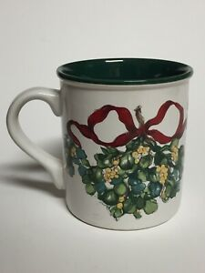 "Christmas Coffee Mug Potpourri Press ""Mistletoe""  1992"