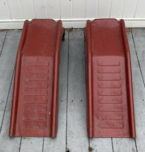 Steel Tire Ramps Maroon Colored