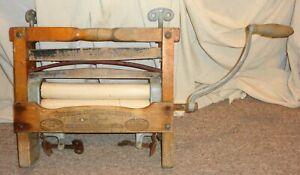 Antique Universal Horseshoe Brand Hand Crank Clothing Wringer 381E  11 x 1 3/4 !
