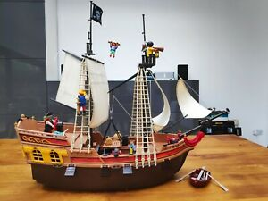 Playmobil 5135 Pirate Ship with dinghy and 4 figures