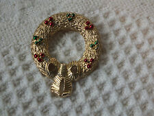 Beautiful Christmas Brooch Pin Gold Textured Wreath Signed Gerrys Nice