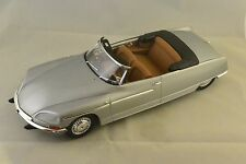 METAL18 18002B - CITROEN DS 21 CHAPRON PALM BEACH 1968 ARGENT METAL  1/18