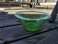"Vintage GREEN VASELINE DEPRESSION GLASS MIXING BOWL 7 3/4 x 3"" Plain Rolled Rim"