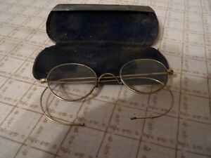 PAIR OF VINTAGE GOLD COLOURED WIRE FRAMED GLASSES/SPECTACLES IN METAL CASE