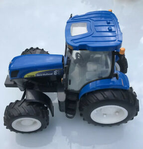 BRITAINS NEW HOLLAND T7060 TRACTOR
