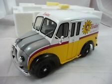 Danbury Mint Diecast 1950 Borden's DIVCO Milk Truck 1:24