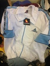 LE COQ SPORTIF TRACKSUIT top L/B X/L BOYS  MEN  £16 BNWL IN WHITE/BLUE