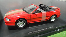 FORD MUSTANG Cabriolet Dream Car rouge bande or o 1/18 UNIVERSAL HOBBIES voiture