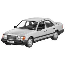 Mercedes Benz W 124 - E Klasse 300E 4Matic Silber 1:43 Neu OVP