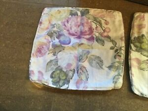 Two Cushion Covers Pretty Floral Cotton Zip Fastening Measure 16 X 16 Inches