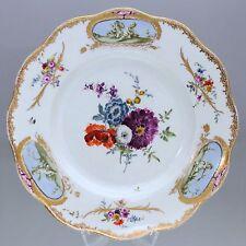 Meissen um 1770: Teller mit Manierblumen und Putten in Grisaille Malerei, plate