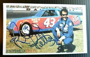 "RICHARD PETTY (N. A. S. C. A. R.) ""THE KING"" AUTOGRAPHED 3X5 INDEX CARD"