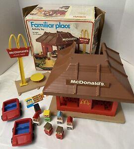 Vtg 1974 Playskool Familiar Places McDonalds Restaurant Playset Cars Figure Set