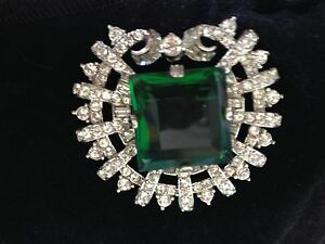 CRYSTALS/LARGE CENTRE EMERALD COLOURED STONE BROACH/PIN-HIGH QUALITY STUNNING PC
