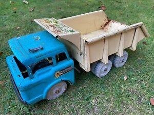 A vintage Louis Marx Hydraulic Powerhouse Tin dump truck – Original condition