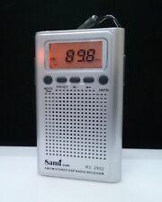 Radio De Bolsillo Digital - 20 Memorias - AM/FM - Altavoz Interno - Color Plata