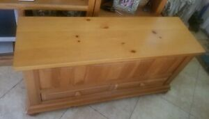 BROYHILL FONTANA CEDAR BLANKET CHEST NATURAL SOLID PINE WOOD EXCELLENT CONDITION