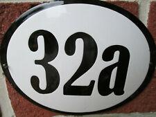 Hausnummer Oval Emaille schwarze Zahl Nr. 32a  weißer Hintergrund 19 cm x 15 cm