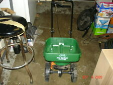 Scotts Turf Builder EdgeGuard Mini Broadcast Fertilizer Spreader 76121