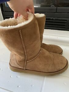 Ugg Australia Woman's Boots Seude S/N 5825 Brown Short Sz 10 ~ NICE ~