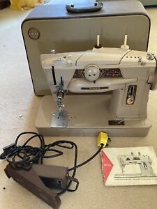 Vintage Singer Sewing Machine- Slant o Matic 401 G