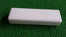 2x erogatore in plastica con Coperchio scomparto batteria grigio stretto 130x40x25mm grigio chiaro