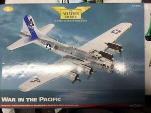 Corgi AA33307 1/72 Boeing B-17G Flying Fortress 'Sentimental Journey'