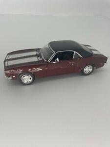 Maisto 1968 Chevrolet Camaro Z/28 1:18 Model Car Figurine Brown White Striped